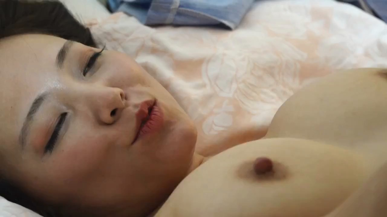 SensualKnowingSister2020KoreanMovie720pHDRip600MB.mp4_snapshot_00.30.39.58320525.jpg