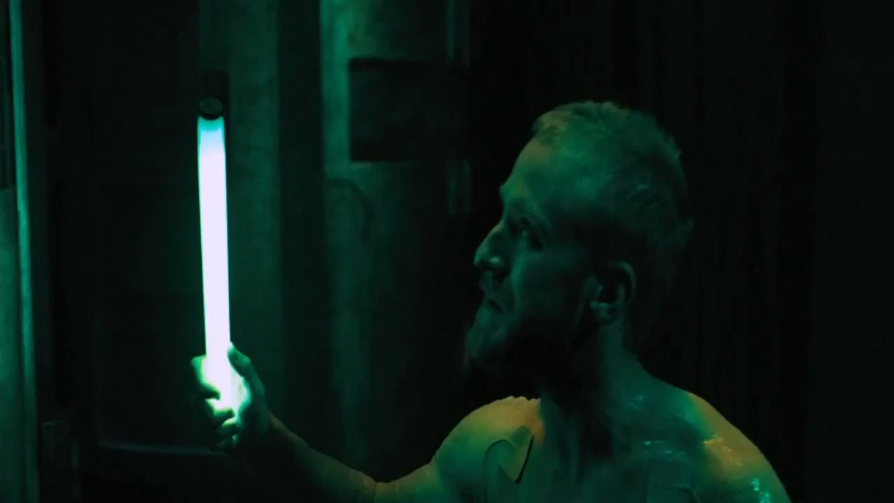Pandorum2009Hindi720pBluRayESubs.mp4_snapshot_00.05.18.900132c6.jpg